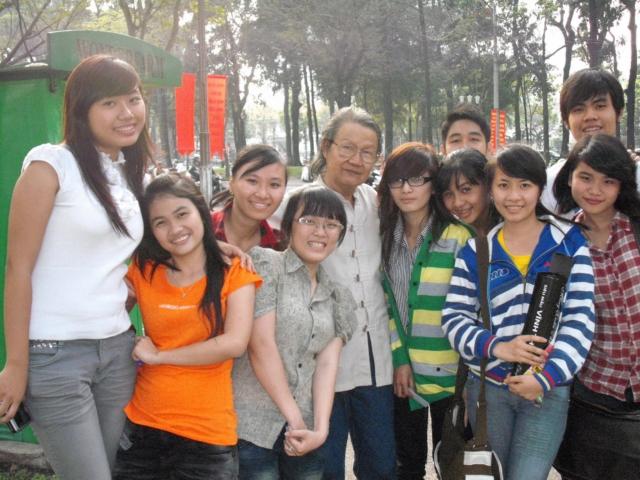 Cùng học sinh, ảnh năm 2010.