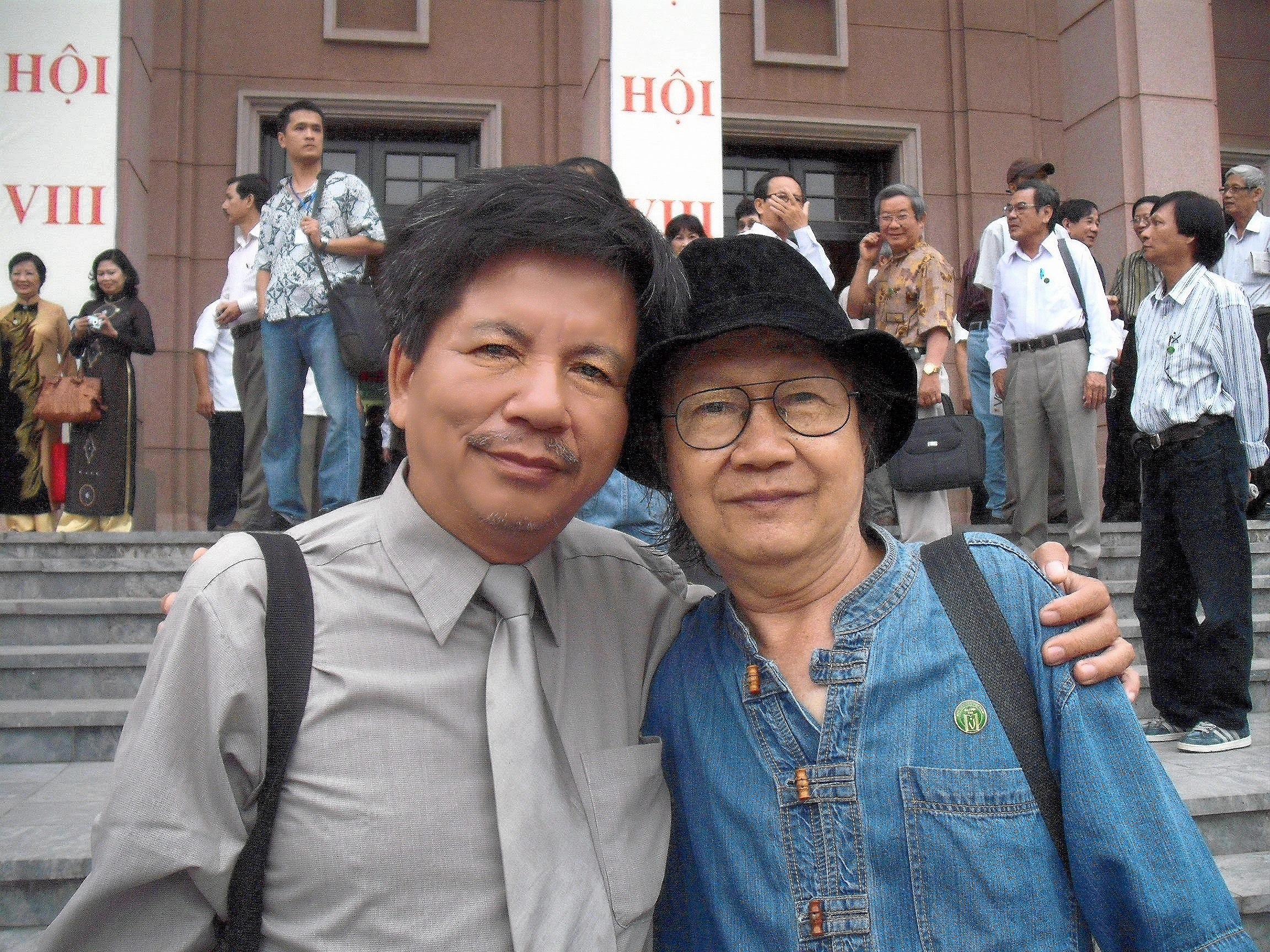 Cùng nhà thơ Trần Mạnh Hảo, 2010