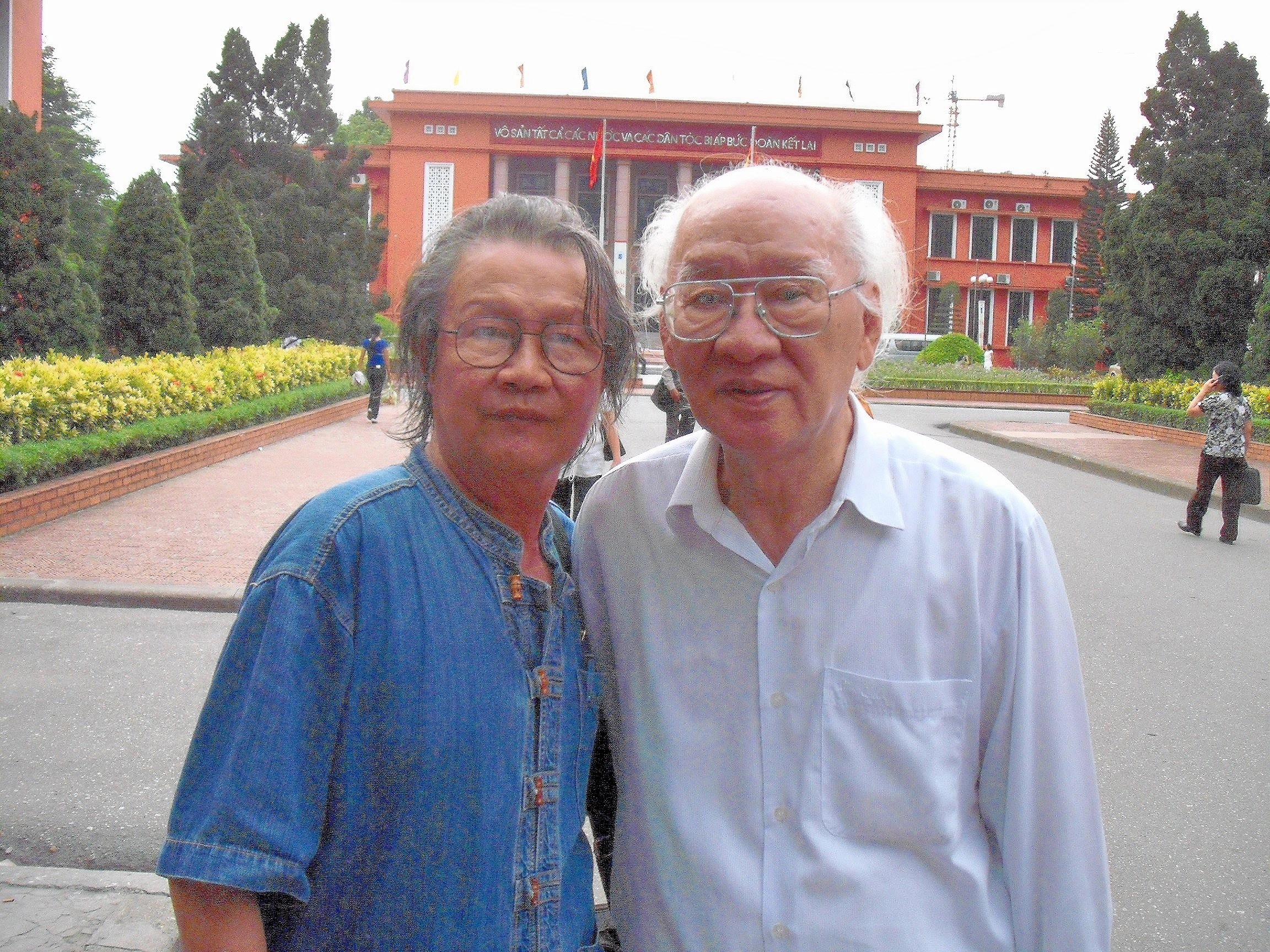 Cùng nhà văn Vũ Tú Nam, 2010