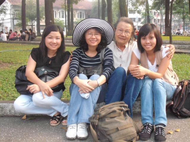 Cùng đoàn làm phim Đài phát thanh truyền hình tỉnh Bà Rịa Vũng Tàu năm 2010.