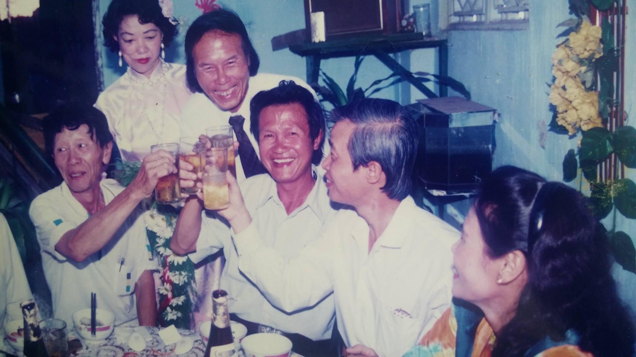 Trong một sự kiện của nhà thơ Thanh Tùng, với nhà văn Trần Hoài Dương, nhà văn Trần Đồng Minh. Ảnh của nhà văn Phạm Đình Trọng.