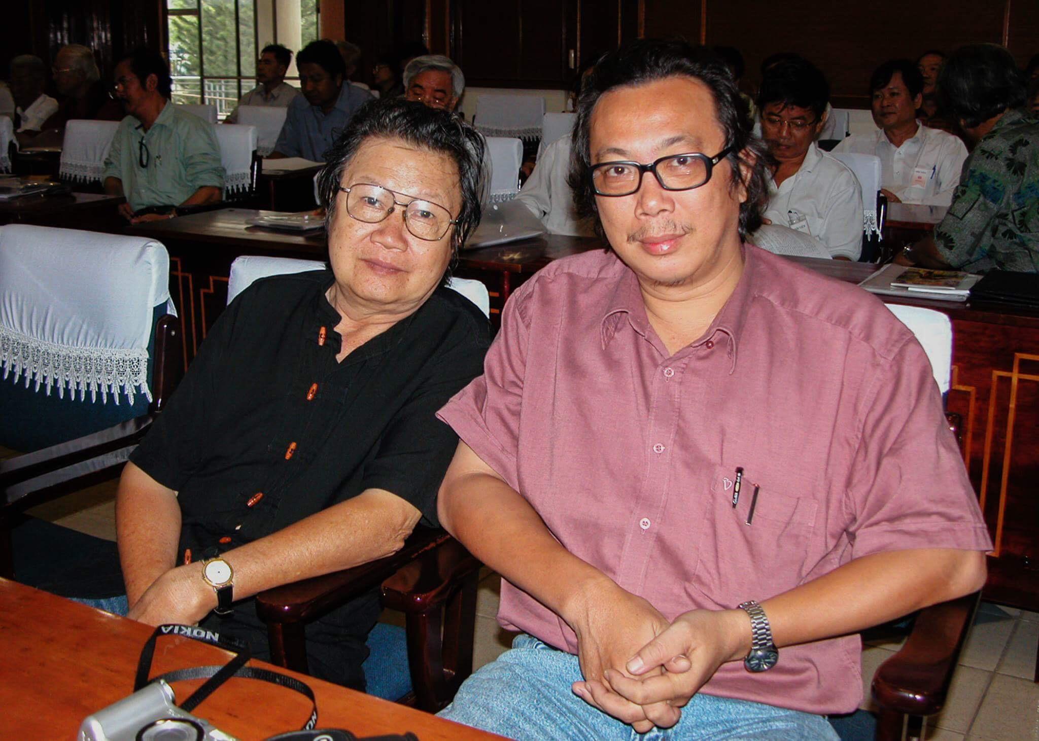 Với nhà thơ Cao Xuân Sơn. Ảnh của nhà báo Lam Điền.