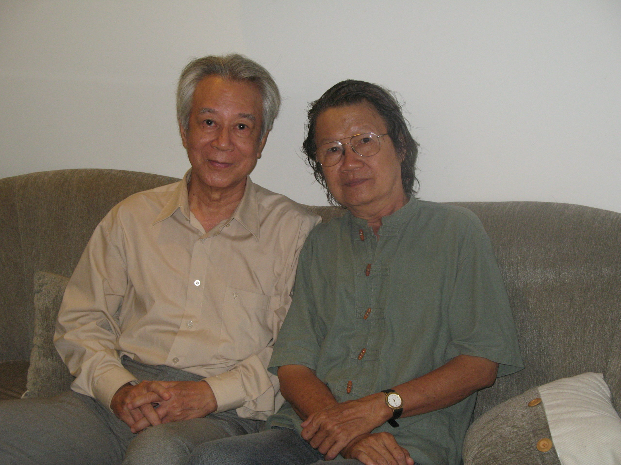 Chụp với nhà báo, nhà văn Lê Khắc Hoan năm 2011