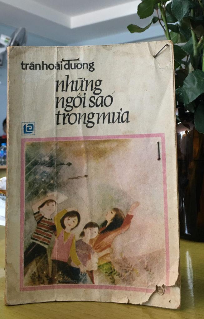 Cuốn sách được tác giả Trương Huỳnh Như Trân giữ gìn, giới thiệu tại tọa đàm (Ảnh của báo Phụ Nữ TP. HCM)